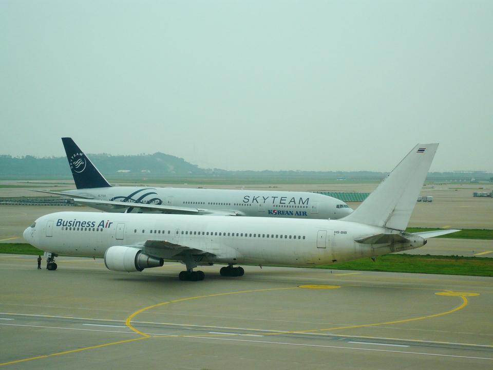 T.Sazenさんのビジネスエアー Boeing 767-300 (hs-bib) 航空フォト