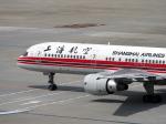 すしねこさんが、羽田空港で撮影した上海航空 757-26Dの航空フォト(写真)