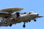 NEMO11223300さんが、厚木飛行場で撮影したアメリカ海軍 E-2C Hawkeyeの航空フォト(写真)