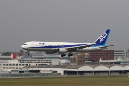 はまちさんが、福岡空港で撮影した全日空 767-381の航空フォト(飛行機 写真・画像)