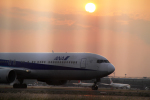 AkiChup0nさんが、羽田空港で撮影した全日空 777-281/ERの航空フォト(写真)