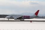 みゆゆさんが、新千歳空港で撮影した日本航空 777-246の航空フォト(写真)