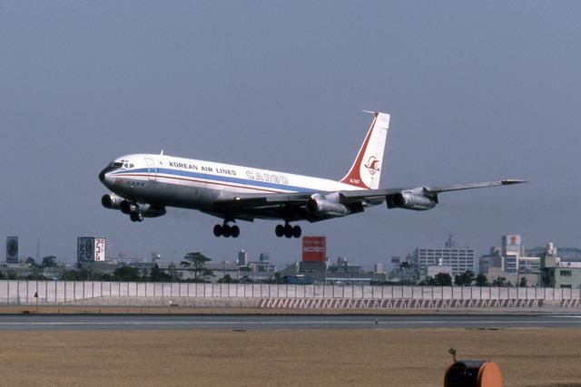 大韓航空 Boeing 707-300 HL7427 伊丹空港 航空フォト | by Gambardierさん ...