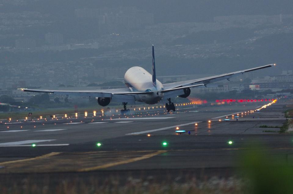 小鉢さんの全日空 Boeing 777-200 (JA703A) 航空フォト