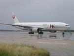 肉食獣さんが、下地島空港で撮影した日本航空 777-246の航空フォト(写真)