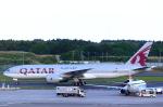 T.Sazenさんが、成田国際空港で撮影したカタール航空 777-2DZ/LRの航空フォト(飛行機 写真・画像)
