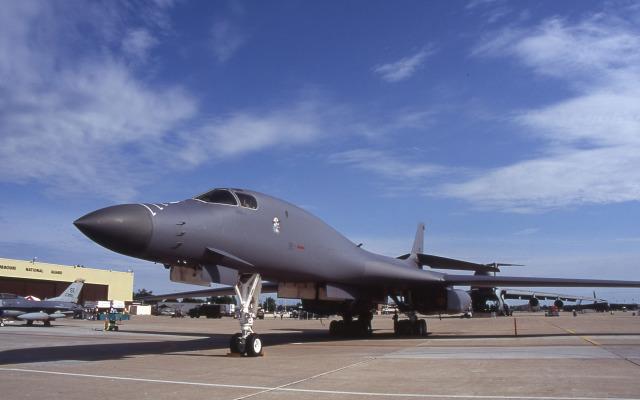 ホワイトマン空軍基地、どんな空港?就航都市、フライト情報など、利用 ...