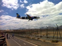 gomaさんが、ランサローテ国際空港で撮影したトーマスクック・エアラインズ・べルギー A320-214の航空フォト(飛行機 写真・画像)