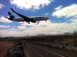 gomaさんが、ランサローテ国際空港で撮影したコンドル 767-330/ERの航空フォト(飛行機 写真・画像)