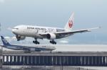 SKYLINEさんが、羽田空港で撮影した日本航空 777-246の航空フォト(飛行機 写真・画像)