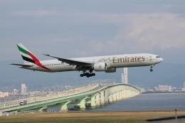 航空フォト:A6-EBU エミレーツ航空 777-300