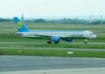 じーく。さんが、パリ シャルル・ド・ゴール国際空港で撮影したウズベキスタン航空 757-23Pの航空フォト(写真)