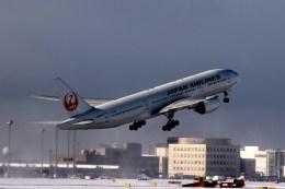 Orcaさんが、新千歳空港で撮影した日本航空 777-246の航空フォト(飛行機 写真・画像)