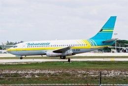 ゴンタさんが、フォートローダーデール・ハリウッド国際空港で撮影したバハマスエア 737-275/Advの航空フォト(飛行機 写真・画像)