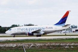 ゴンタさんが、フォートローダーデール・ハリウッド国際空港で撮影したデルタ航空 737-247/Advの航空フォト(飛行機 写真・画像)