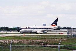 ゴンタさんが、フォートローダーデール・ハリウッド国際空港で撮影したデルタ航空 737-232/Advの航空フォト(飛行機 写真・画像)