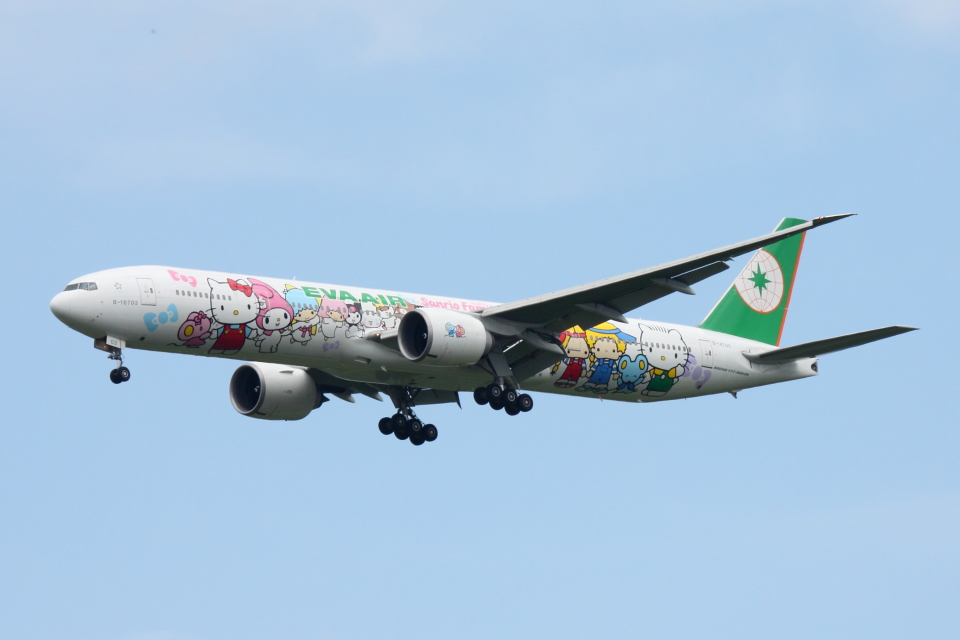 SKYLINEさんのエバー航空 Boeing 777-300 (B-16703) 航空フォト