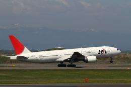 ATOMさんが、新千歳空港で撮影した日本航空 777-246の航空フォト(飛行機 写真・画像)