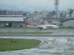 uhfxさんが、福岡空港で撮影したティーウェイ航空 737-86Jの航空フォト(飛行機 写真・画像)