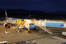 ぽんさんが、高松空港で撮影した全日空 777-381の航空フォト(飛行機 写真・画像)