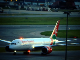 wrbluebl5さんが、香港国際空港で撮影したケニア航空 787-8 Dreamlinerの航空フォト(飛行機 写真・画像)