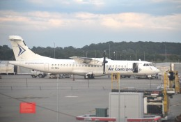 IL-18さんが、ロンドン・スタンステッド空港で撮影したエア・コントラクターズ ATR-72-201の航空フォト(飛行機 写真・画像)