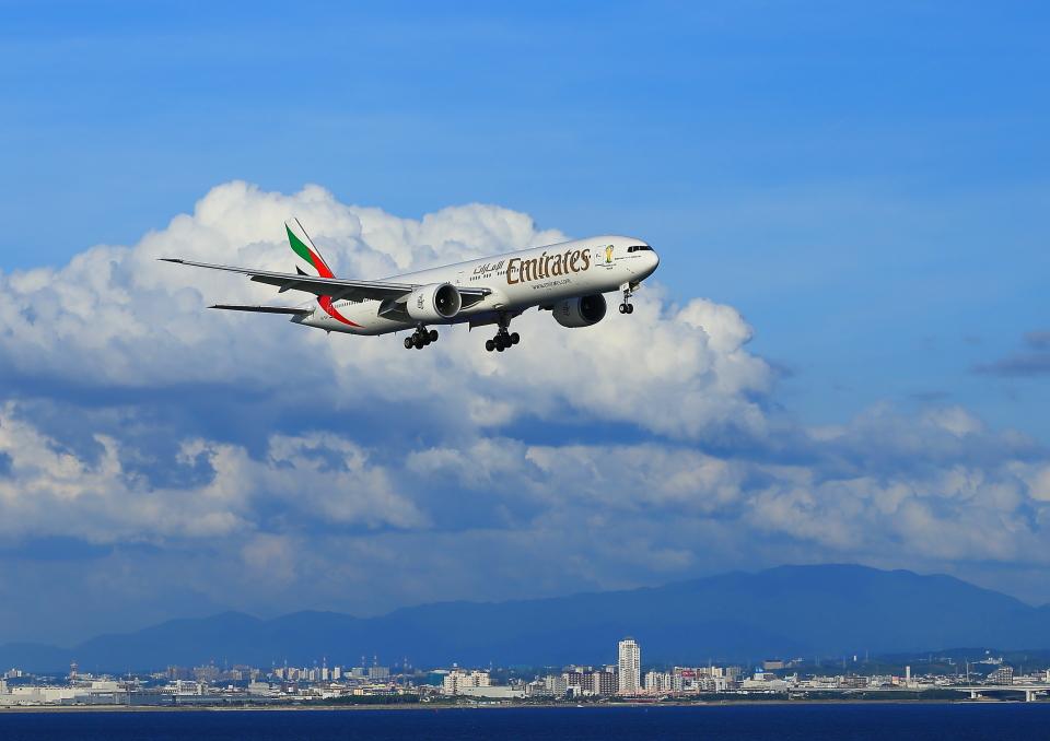 ふじいあきらさんのエミレーツ航空 Boeing 777-300 (A6-EGF) 航空フォト