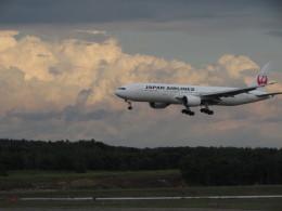 直哉さんが、新千歳空港で撮影した日本航空 777-246の航空フォト(飛行機 写真・画像)