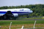 夏奈さんが、中標津空港で撮影した全日空 767-381の航空フォト(写真)