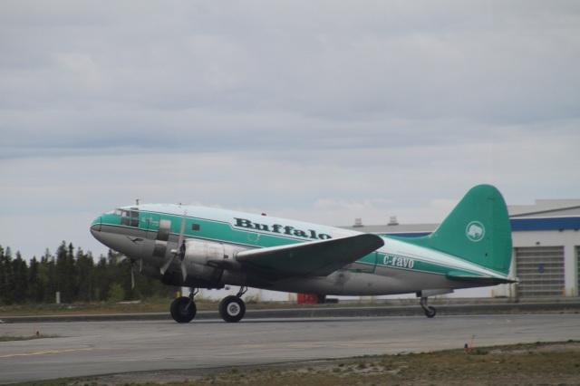 ilv583さんが、イエローナイフ空港で撮影したバッファロー・エアウェイズ C-46D-10-CUの航空フォト(飛行機 写真・画像)