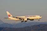 岳南航空さんが、新千歳空港で撮影した日本航空 777-246の航空フォト(写真)