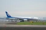 小鉢さんが、伊丹空港で撮影した全日空 777-281/ERの航空フォト(飛行機 写真・画像)