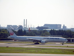 wrbluebl5さんが、伊丹空港で撮影した日本航空 777-346の航空フォト(飛行機 写真・画像)