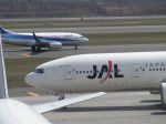 kn26nhさんが、新千歳空港で撮影した日本航空 777-246の航空フォト(写真)