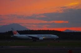 いおねくさんが、新千歳空港で撮影した日本航空 777-246の航空フォト(飛行機 写真・画像)