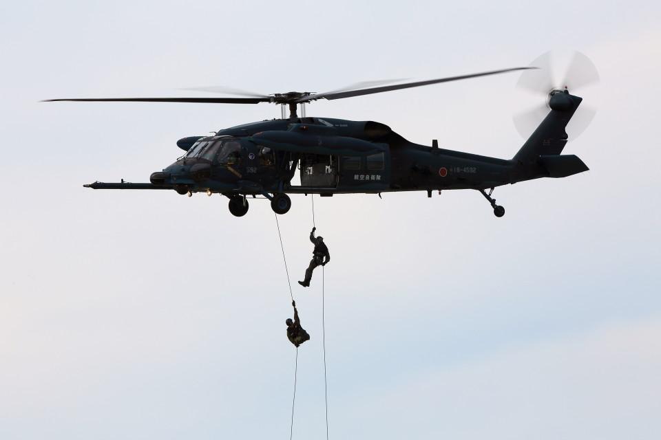 take_2014さんの航空自衛隊 Mitsubishi UH-60J (18-4592) 航空フォト