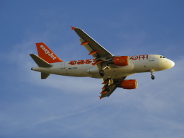 Dizzyさんが、ファロ空港で撮影したイージージェット A319-111の航空フォト(飛行機 写真・画像)