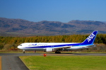 tupolevさんが、中標津空港で撮影した全日空 767-381の航空フォト(写真)