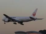 あしゅーさんが、福岡空港で撮影した日本航空 777-289の航空フォト(飛行機 写真・画像)