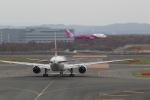 VEZEL 1500Xさんが、新千歳空港で撮影した日本航空 777-246の航空フォト(写真)