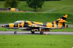 Tomo-Papaさんが、ミリテール・ド・ペイエルヌ飛行場で撮影したハンター・アビエーション Hawker Hunterの航空フォト(写真)