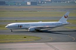 Gambardierさんが、羽田空港で撮影した日本航空 777-246の航空フォト(飛行機 写真・画像)