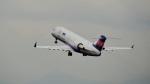 mojioさんが、伊丹空港で撮影したアイベックスエアラインズ CL-600-2B19 Regional Jet CRJ-100LRの航空フォト(飛行機 写真・画像)