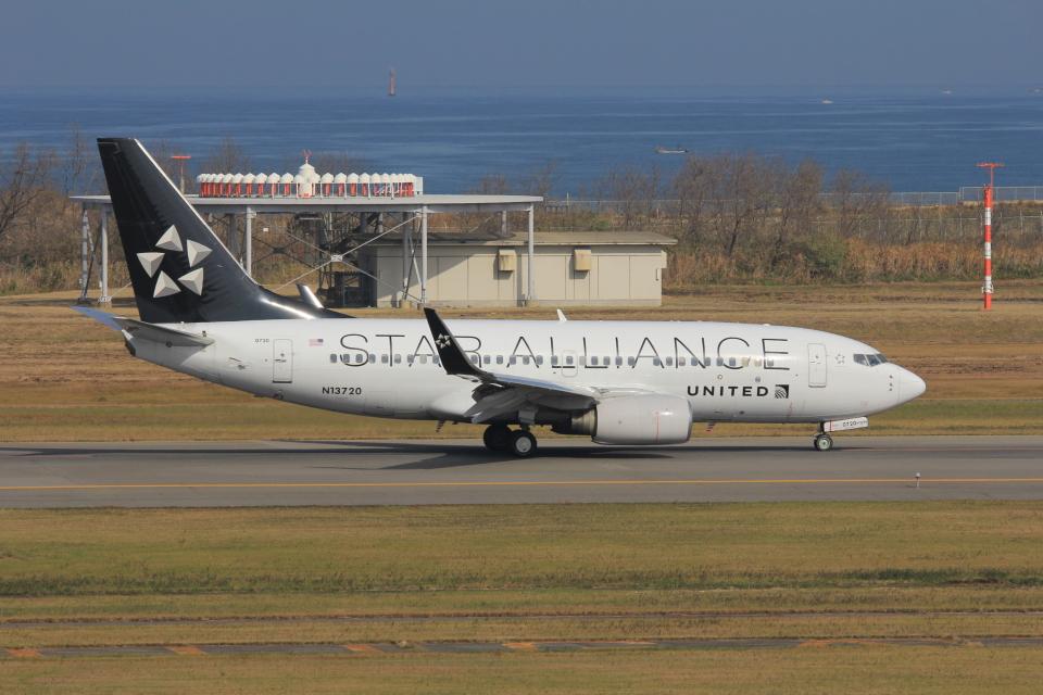 MIL26Tさんのユナイテッド航空 Boeing 737-700 (N13720) 航空フォト