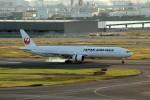 アイスコーヒーさんが、羽田空港で撮影した日本航空 777-346の航空フォト(飛行機 写真・画像)