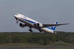 くるくもるさんが、新千歳空港で撮影した全日空 777-381の航空フォト(写真)