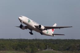 くるくもるさんが、新千歳空港で撮影した日本航空 777-246の航空フォト(写真)