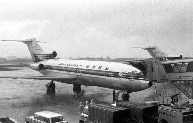 日本航空 Boeing 727-100 JA8315...
