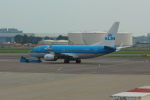 Koenig117さんが、アムステルダム・スキポール国際空港で撮影したKLMオランダ航空 737-7K2の航空フォト(写真)