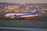 uhfxさんが、羽田空港で撮影した全日空 777-281の航空フォト(写真)